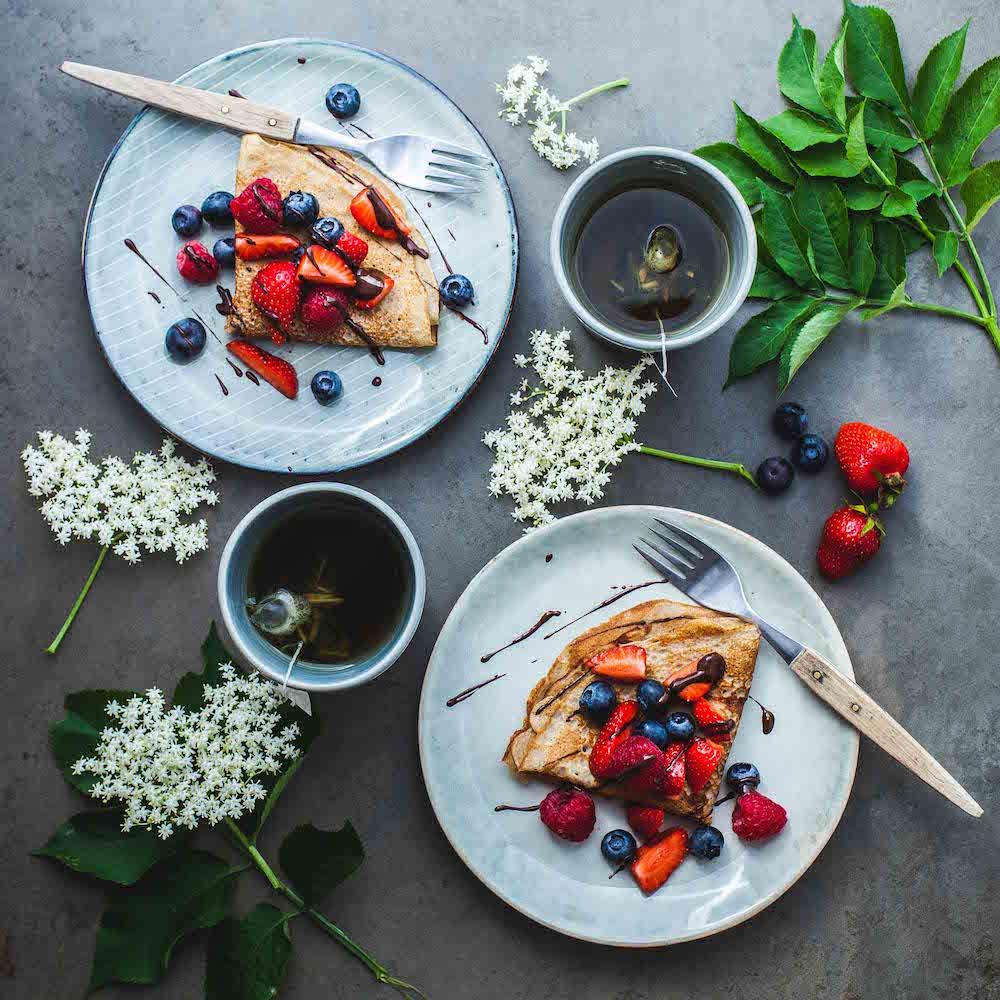 Breakfast crêpes with berries